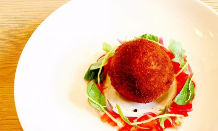 Arancini of rice, quinoa and mozzarella, and tomato tartare