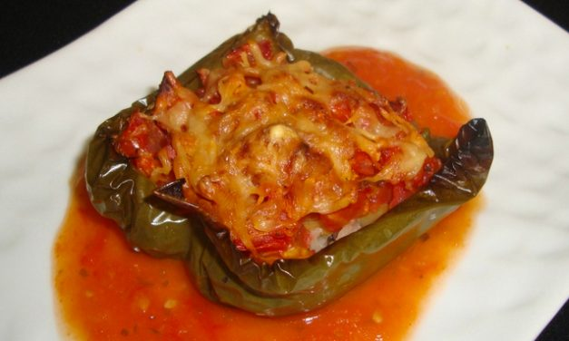 Pepper stuffed with rice, pulses and tomato