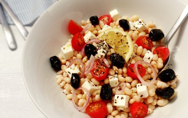 White kidney beans salad greek-style