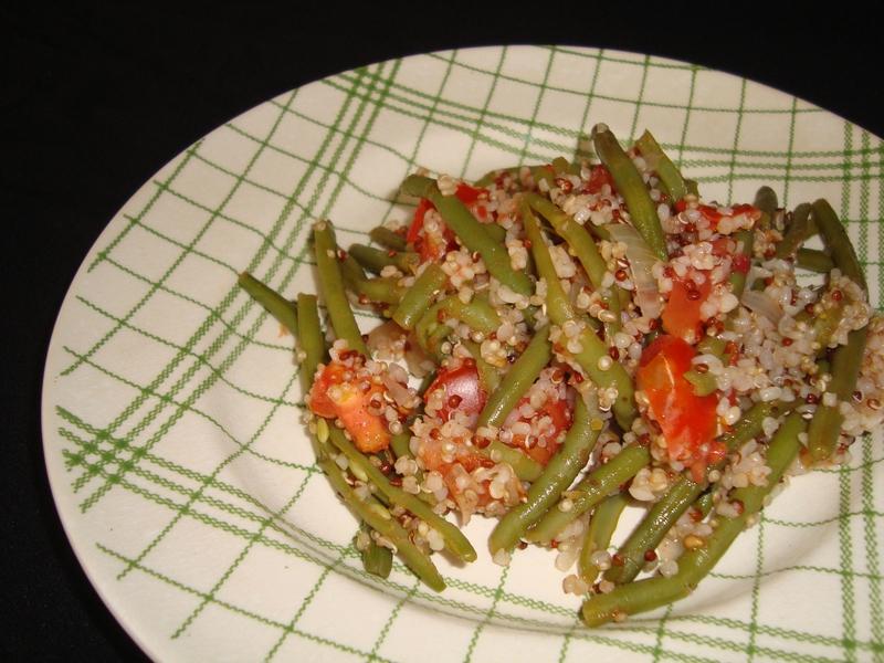 Poêlée de haricots verts, quinoa, boulgour et tomates