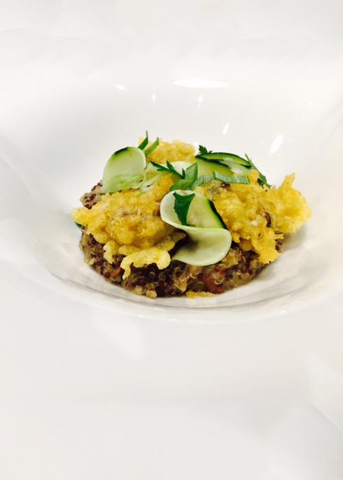 Risotto de quinoa aux champignons, courgettes marinées, citron et tempura de shiitaké au curry
