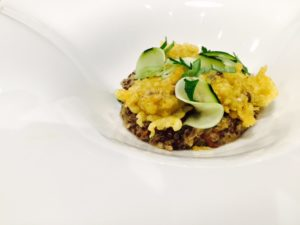 risotto-de-quinoa-aux-champignons-courgettes-marinees-citron-tempura-de-shiitake-au-curry